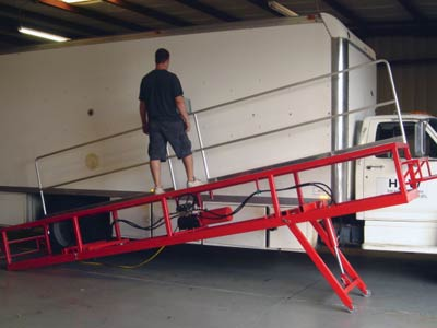 Hydraulic man lift - 30 degree angle